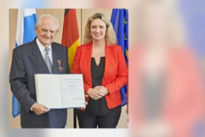 Ferdinand Klein mit Bundesverdienstkreuz am Bande ausgezeichnet